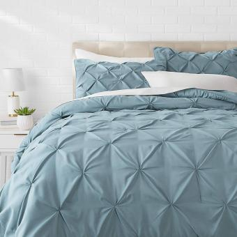 Relaxing blue comforter