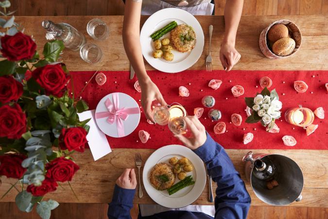 romantic table runner