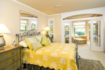 Yellow bedroom linens