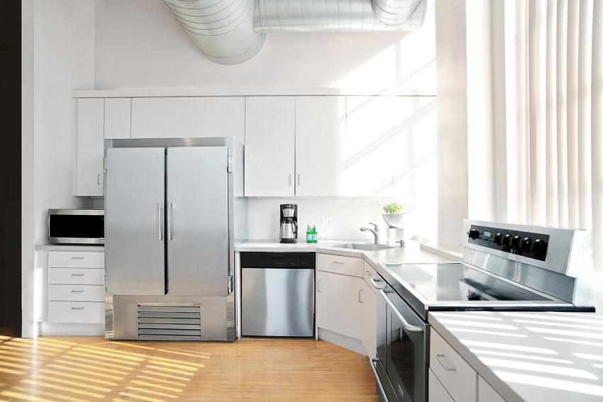 https://cf.ltkcdn.net/best/images/slide/230234-850x567-Modern-Kitchen.jpg