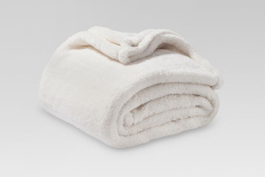 https://cf.ltkcdn.net/best/images/slide/230240-850x567-white-fuzzy-blanket-throw.jpg