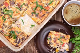 https://cf.ltkcdn.net/best/images/slide/208384-600x400-Omelet-with-ham-and-cheese.jpg
