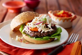 https://cf.ltkcdn.net/best/images/slide/228939-704x469-Hamburger-with-Coleslaw.jpg