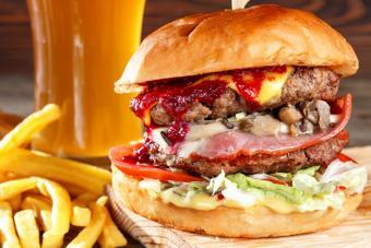 https://cf.ltkcdn.net/best/images/slide/228940-704x469-bacon-Jam-burger.jpg
