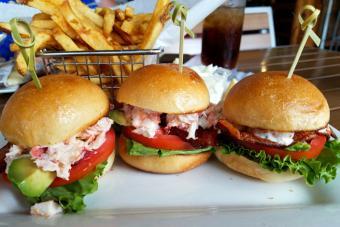 https://cf.ltkcdn.net/best/images/slide/228942-704x469-Seafood-burgers.jpg