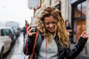https://cf.ltkcdn.net/best/images/slide/229238-704x469-Woman-listening-to-music-on-headphones.jpg