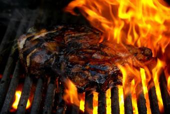 https://cf.ltkcdn.net/best/images/slide/229647-704x469-flame-grilled-steak.jpg
