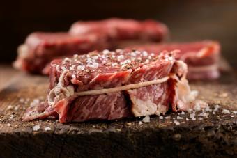 https://cf.ltkcdn.net/best/images/slide/229648-704x469-steak-sitting.jpg