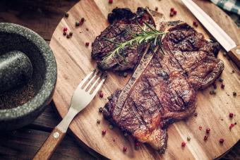 https://cf.ltkcdn.net/best/images/slide/229650-704x469-steak-resting-after-cooking.jpg