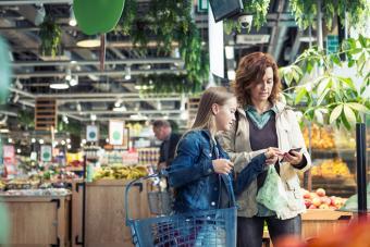 https://cf.ltkcdn.net/best/images/slide/229807-704x470-using-calculator-while-grocery-shopping.jpg