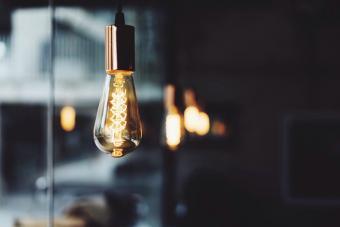https://cf.ltkcdn.net/best/images/slide/229809-704x470-glowing-light-bulb.jpg