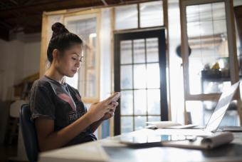 https://cf.ltkcdn.net/best/images/slide/229811-704x470-woman-using-cell-phone.jpg