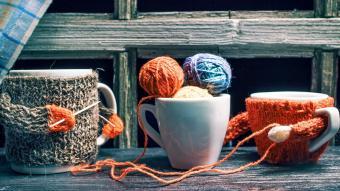 https://cf.ltkcdn.net/best/images/slide/230692-850x478-knitting_mug.jpg