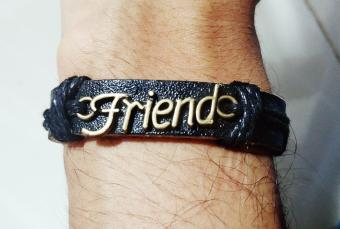 https://cf.ltkcdn.net/best/images/slide/230693-850x573-frienship_bracelet.jpg