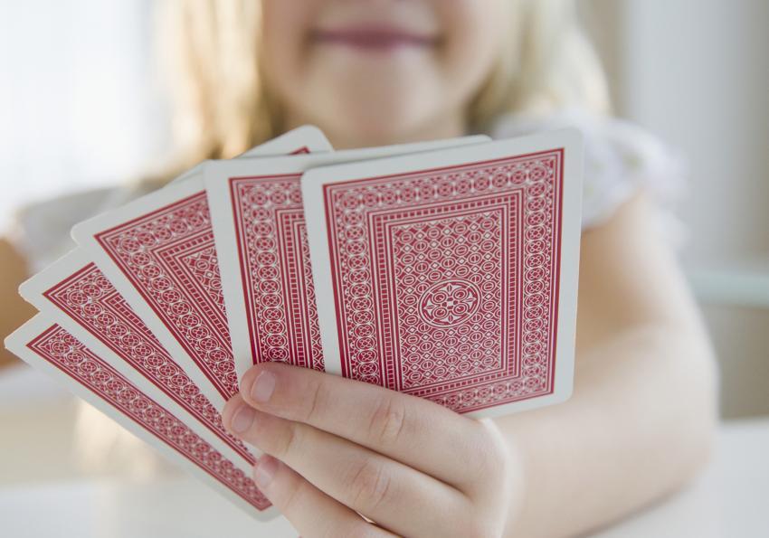 https://cf.ltkcdn.net/boardgames/images/slide/251379-850x595-primary_girl_cards.jpg