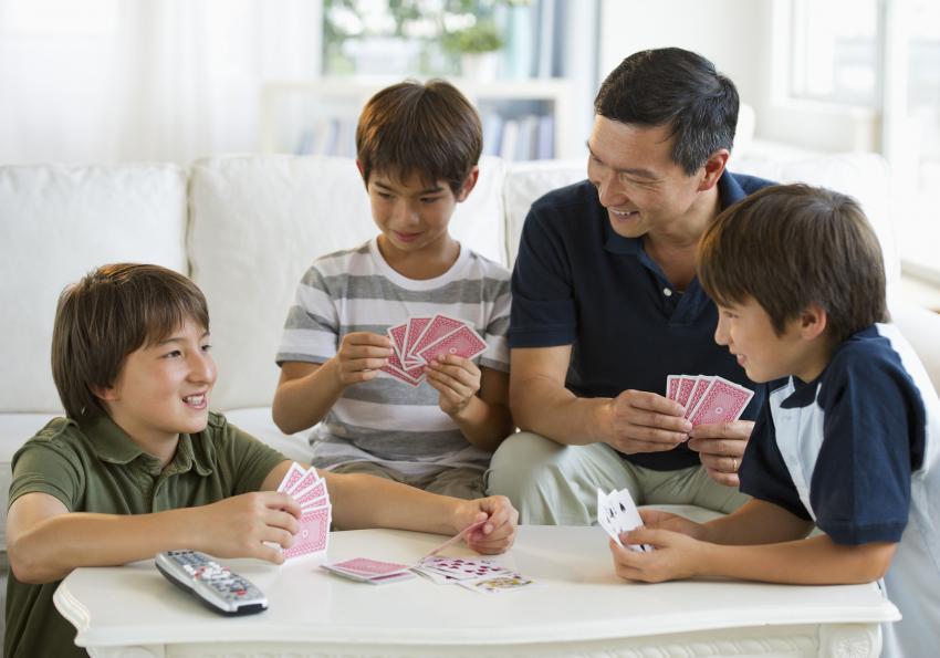 https://cf.ltkcdn.net/boardgames/images/slide/251395-850x595-8_Rummy_Card_Game.jpg