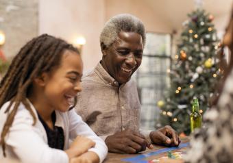 https://cf.ltkcdn.net/boardgames/images/slide/256139-850x595-15_Grandpa_daughter_game_Christmas.jpg