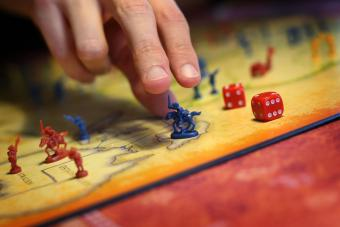 How to Play Risk: A Strategy Game (+ Winning Tips)