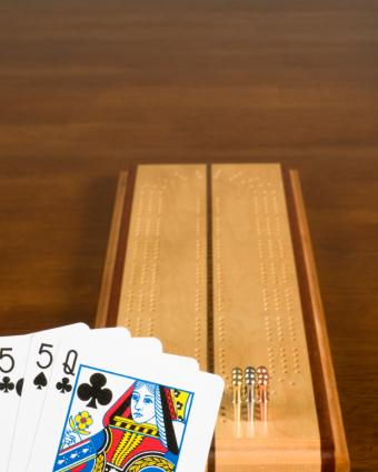 A cribbage board and hand