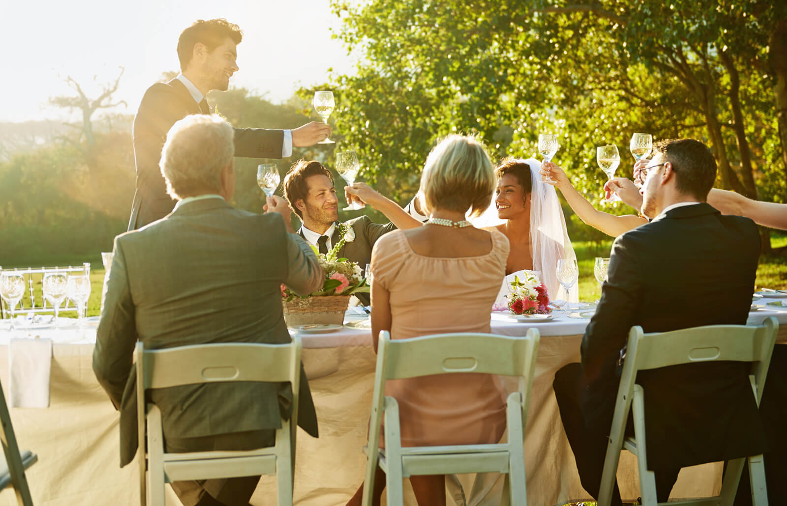 mesa-boda-brindando.jpg
