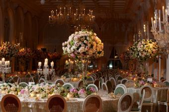 Recepción de boda con flores