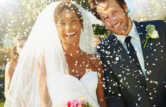 Feliz pareja de recién casados
