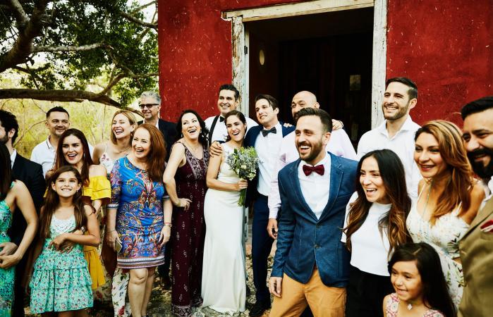 Foto grupal después de la ceremonia de boda
