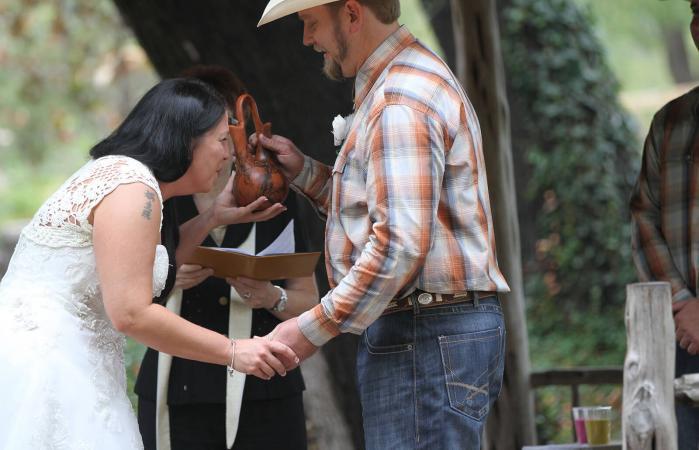 Ceremonia de jarrón de boda nativo americano