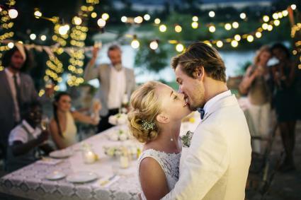Beso después del discurso del novio