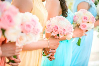 Bridesmaid holding a bouquet of roses at the wedding