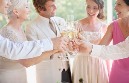 Brindis en la recepción de la boda