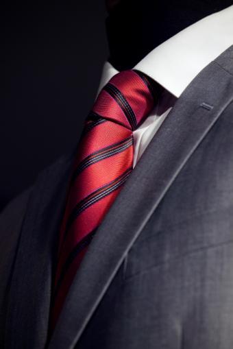 https://cf.ltkcdn.net/business/images/slide/144189-566x848r1-BusinessSuit.jpg