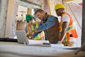 Contractor discussing plan on laptop