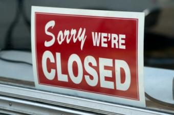 Image of a closed sign in a business window
