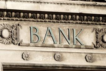 https://cf.ltkcdn.net/business/images/slide/33036-847x567-bank.jpg
