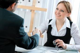 https://cf.ltkcdn.net/business/images/slide/33167-849x565-interview_handshake.JPG