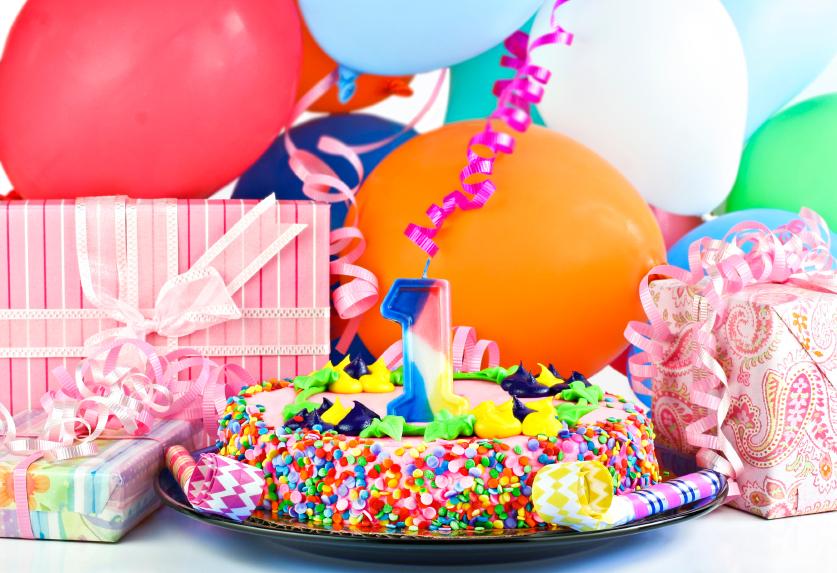картинки с тортом и подарками на день рождения нашем