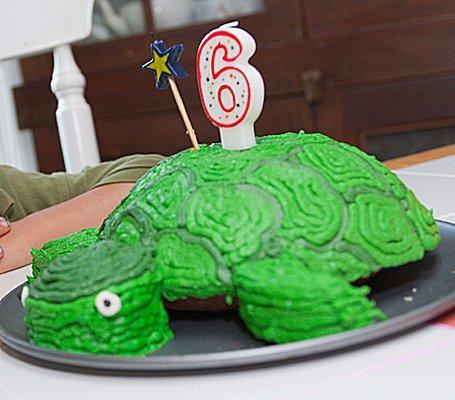 https://cf.ltkcdn.net/cake-decorating/images/slide/112602-455x400-kidcake2.jpg