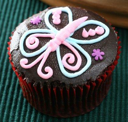 https://cf.ltkcdn.net/cake-decorating/images/slide/112662-421x400-buttercup5.jpg