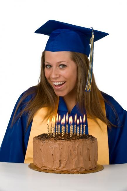 https://cf.ltkcdn.net/cake-decorating/images/slide/112716-434x650-graduation1.jpg