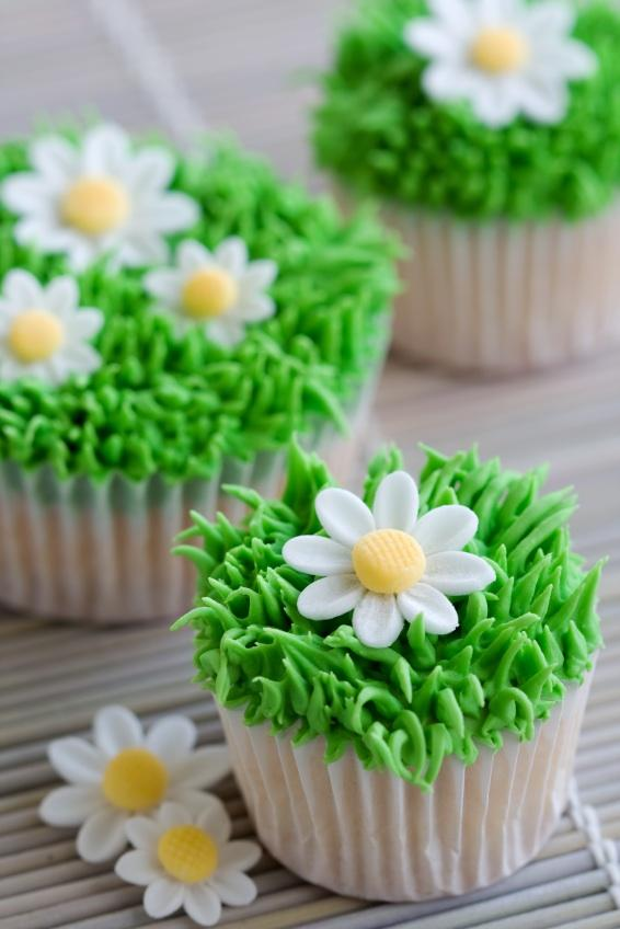 https://cf.ltkcdn.net/cake-decorating/images/slide/112774-566x848-summer1.jpg