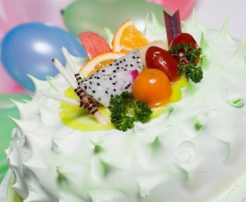 https://cf.ltkcdn.net/cake-decorating/images/slide/112822-487x400-dcake16.jpg