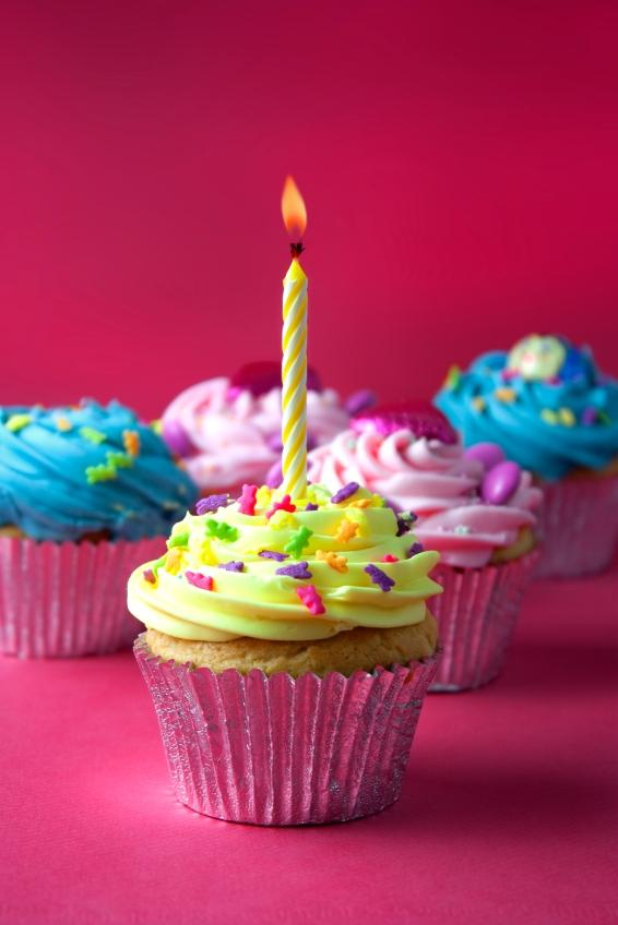 https://cf.ltkcdn.net/cake-decorating/images/slide/112877-566x848r1-first_birthday_--_cupcakes.JPG