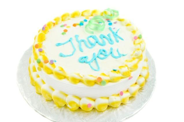 https://cf.ltkcdn.net/cake-decorating/images/slide/145602-637x424r1-ThankYouCake1.jpg