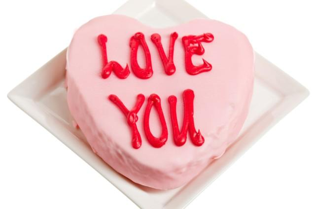 https://cf.ltkcdn.net/cake-decorating/images/slide/145603-637x424r1-LoveYouCake1.jpg