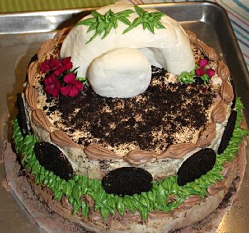 https://cf.ltkcdn.net/cake-decorating/images/slide/175518-800x750-Easter-tomb-cake.jpg