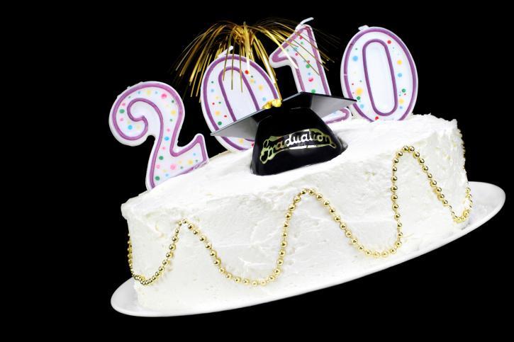 https://cf.ltkcdn.net/cake-decorating/images/slide/175702-725x483-2010-Graduation-Cake-1-TS.jpg