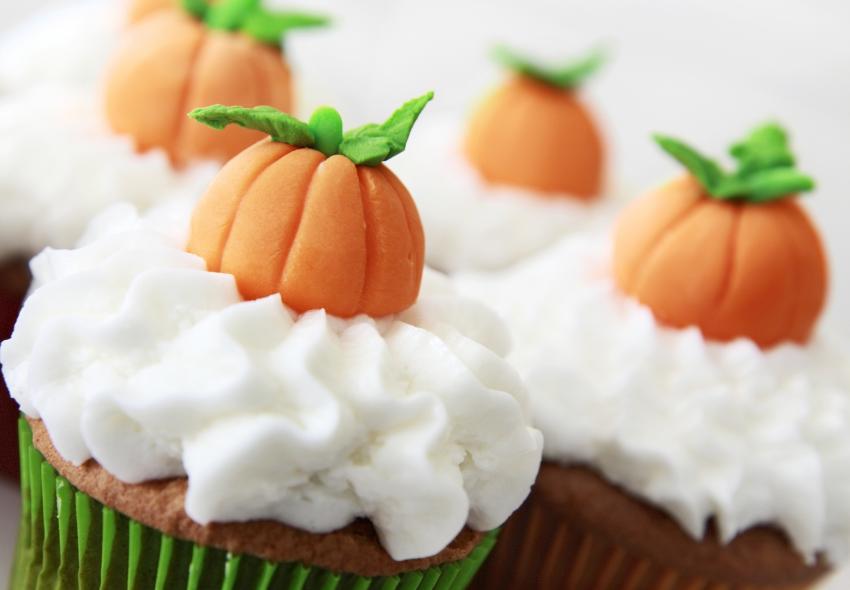 https://cf.ltkcdn.net/cake-decorating/images/slide/180754-850x590-pumpkin-spice.jpg