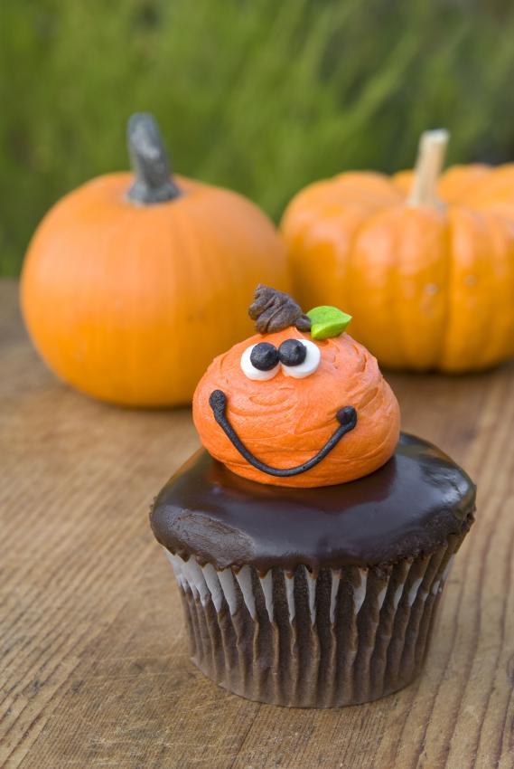 https://cf.ltkcdn.net/cake-decorating/images/slide/180756-569x850-pumpkin.jpg