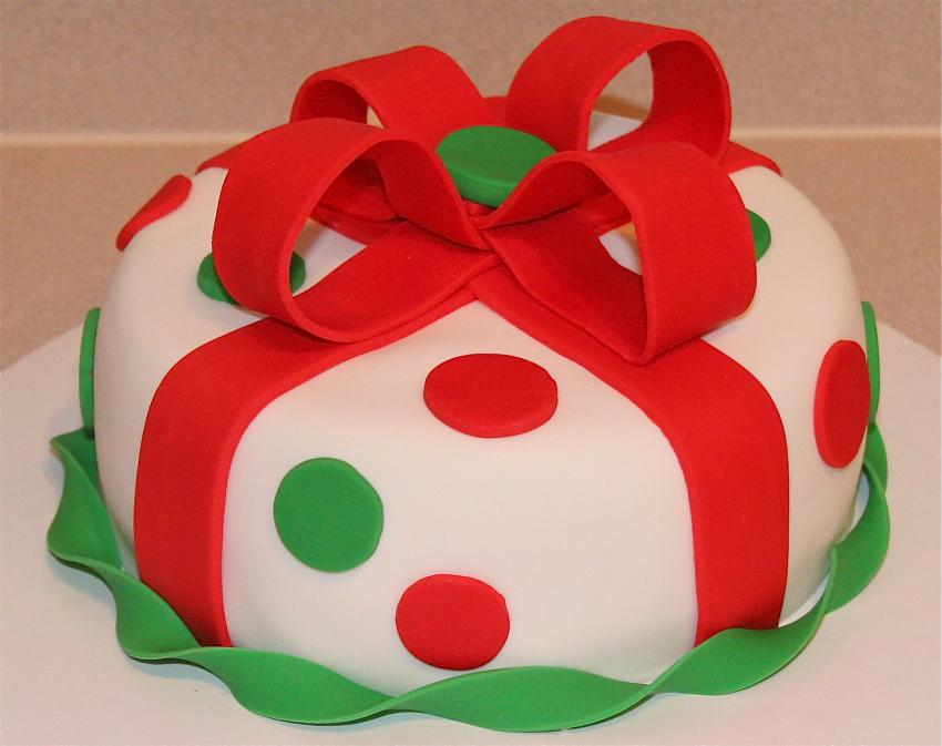 https://cf.ltkcdn.net/cake-decorating/images/slide/182622-850x673-gift-cake.jpg